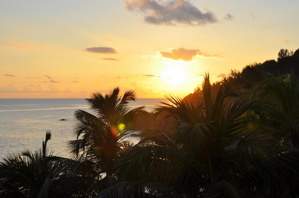 Traumtage auf den Seychellen   Banyan Tree Seychelles strand sonne seychellen indischer ozean orient honeymoon 2  tui berlin Seychellen Banyan Tree Indischer Ozean Sonnenuntergang