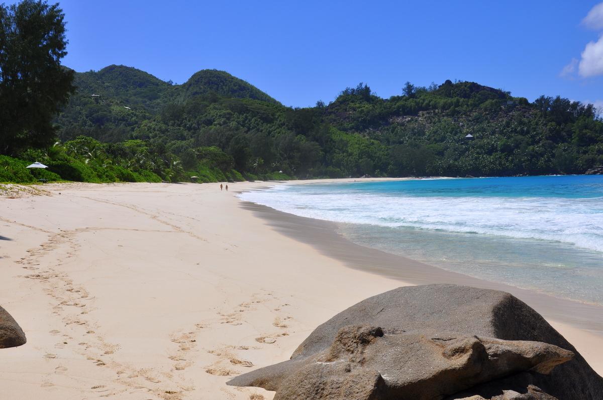 Traumtage auf den Seychellen   Banyan Tree Seychelles strand sonne seychellen indischer ozean orient honeymoon 2  tui berlin Seychellen Banyan Tree Sandstrand Bucht