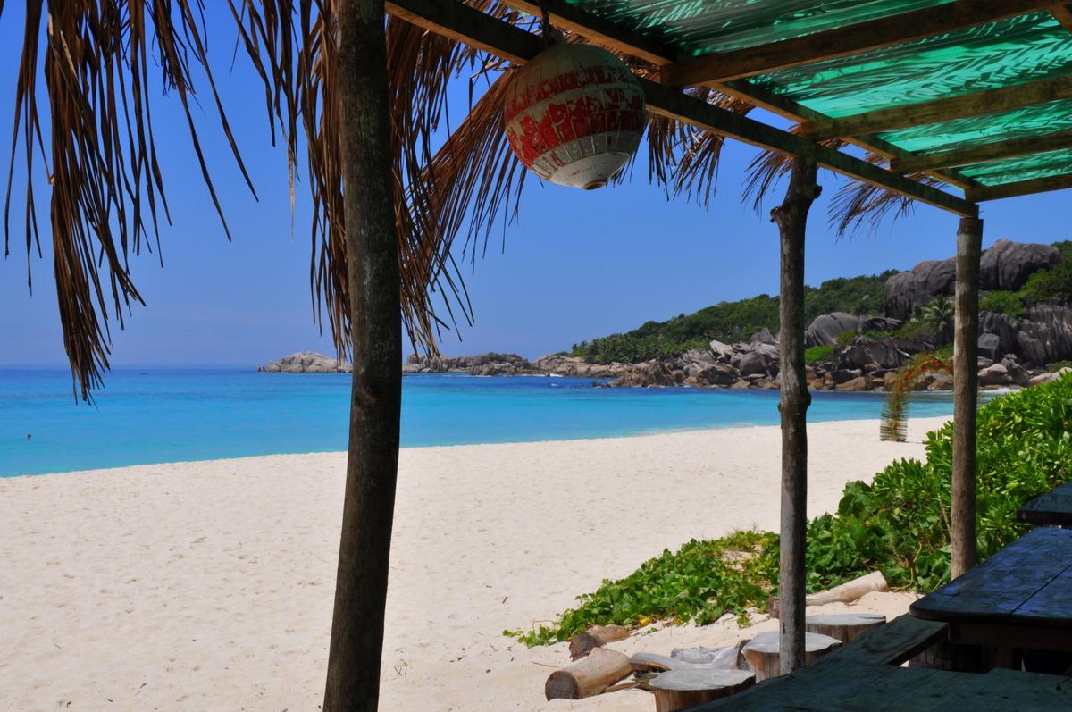 Traumtage auf den Seychellen: Mahé   La Digue   Praslin strand sonne seychellen indischer ozean orient honeymoon 2  tui berlin Seychellen Strandbar