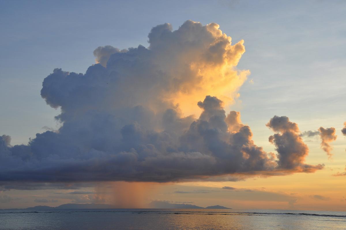 Traumtage auf den Seychellen: Mahé   La Digue   Praslin strand sonne seychellen indischer ozean orient honeymoon 2  tui berlin Seychellen Wolken Regen