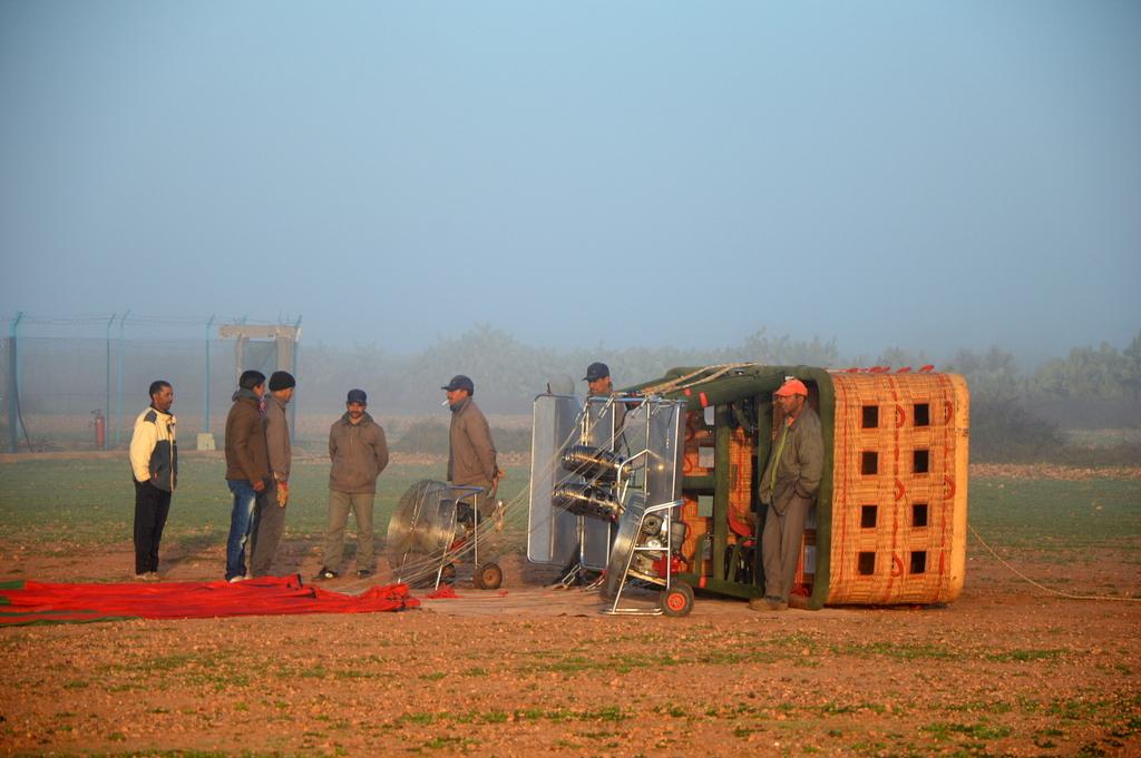 Mit dem Heißluftballon über Marrakesch schweben staedtereisen sonne marokko afrika  tui berlin Marrakesch Startvorbereitung