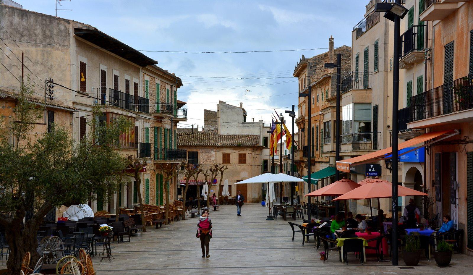 Mein perfektes Mallorca Wochenende staedtereisen sonne land und leute mallorca familie europa  tui berlin mallorca marktplatz santanvi