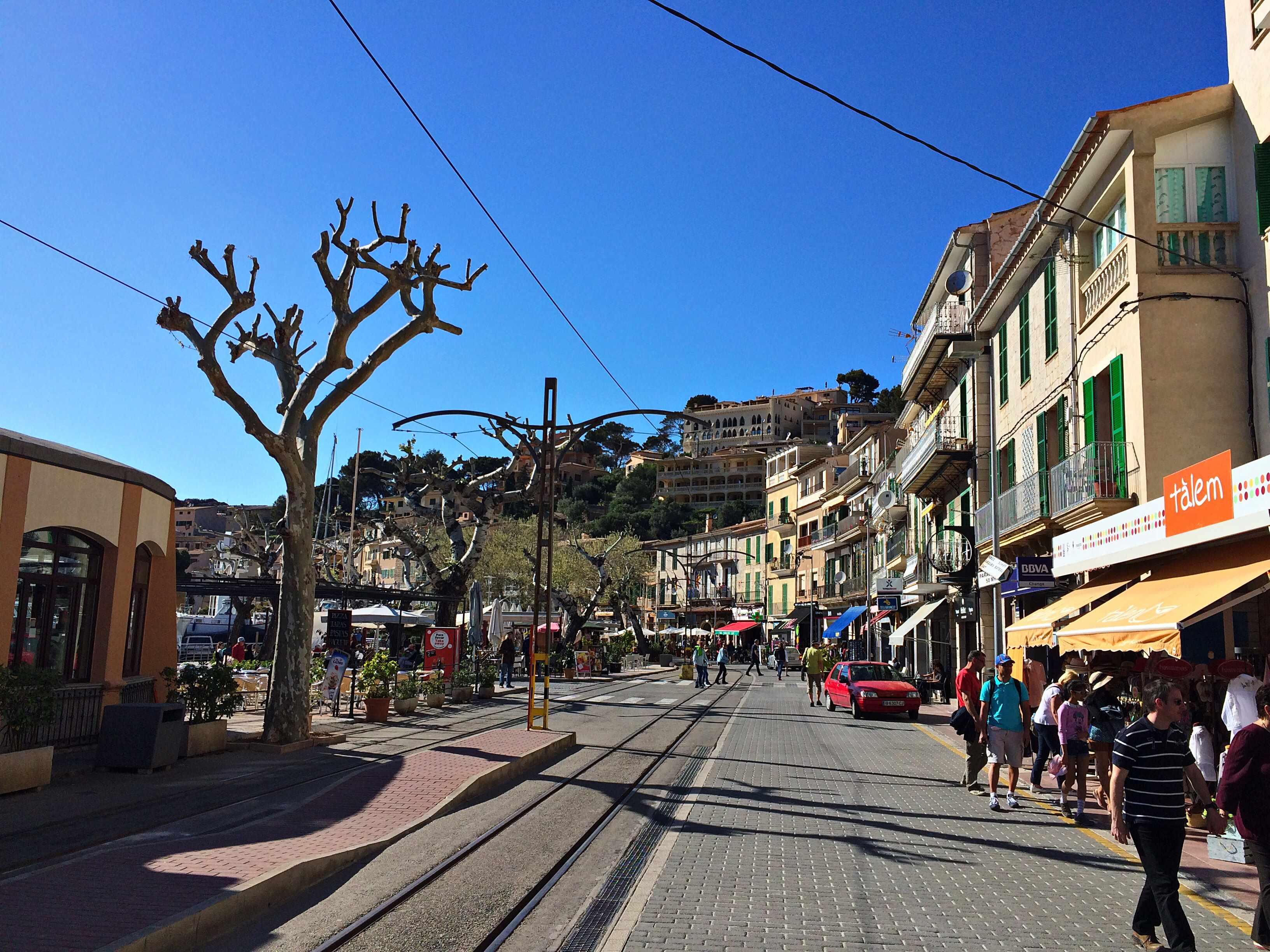 Mein perfektes Mallorca Wochenende staedtereisen sonne land und leute mallorca familie europa  tui berlin mallorca promenade port de soller