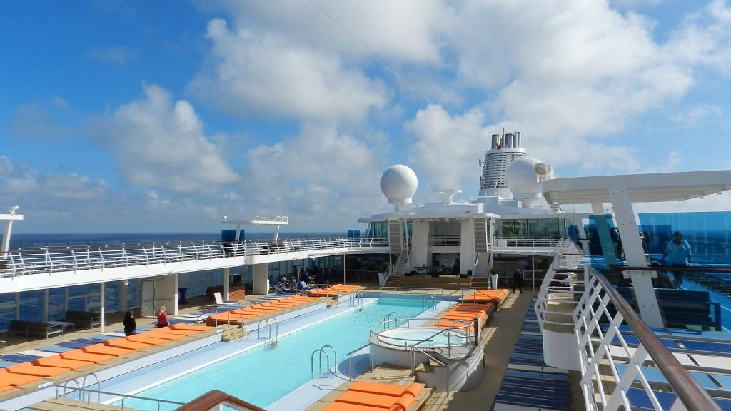 Allein an Bord der Mein Schiff 4 kreuzfahrt europa  tui berlin mein schiff4 aussenpool deck