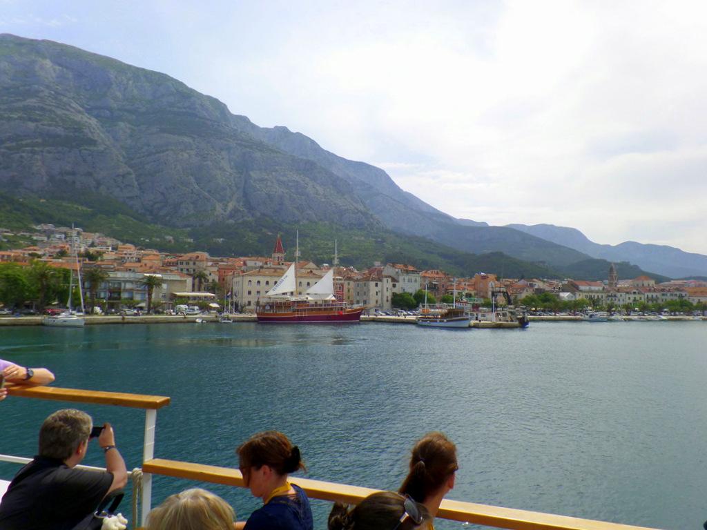 Kurzreise Kroatien   Frühstück an der Adria. staedtereisen kroatien europa  tui berlin promenada makarska