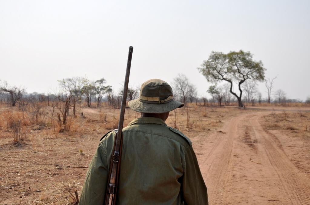Simbabwe und Victoria Falls mit Wilderness Safaris sonne simbabwe safari land und leute afrika  tui berlin Mosi Oa Tunya Natonalpark Ranger