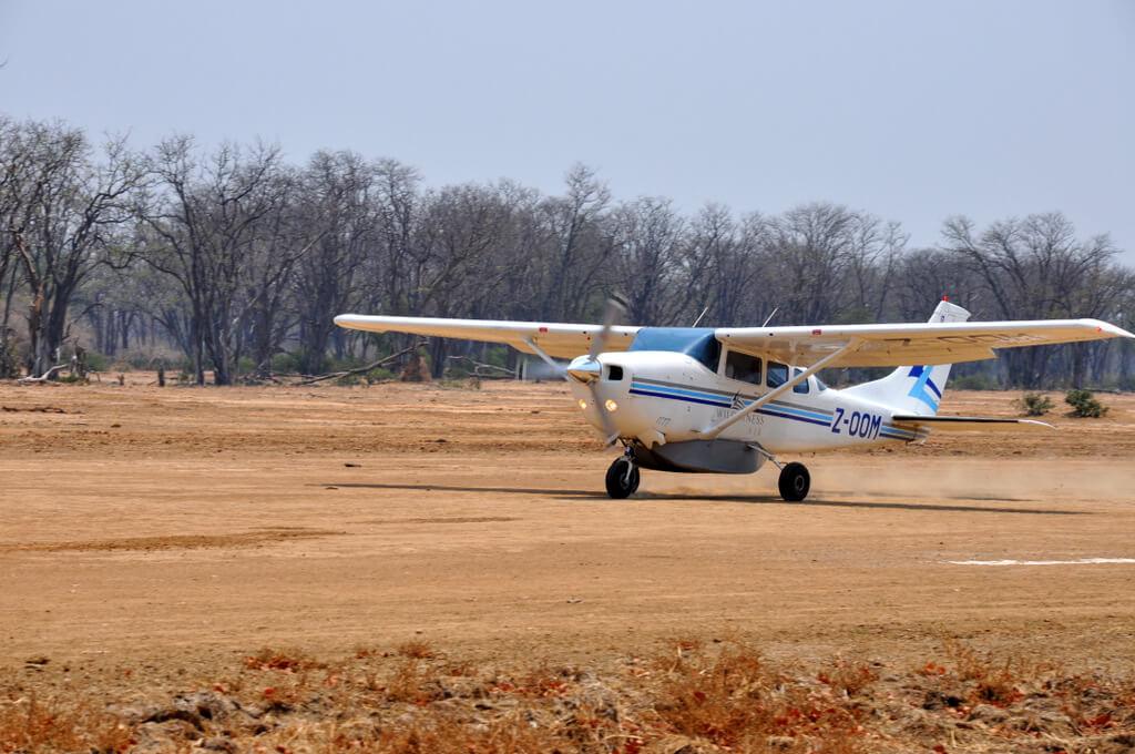 Simbabwe und Victoria Falls mit Wilderness Safaris sonne simbabwe safari land und leute afrika  tui berlin Wilderness Air Anflug