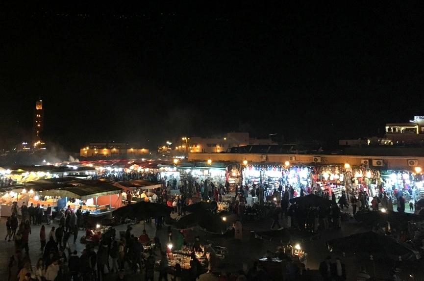 Marokkos Königsstädte   Eine Gebeco Erlebnisrundreise staedtereisen sonne land und leute marokko afrika  tui berlin marokko marrakesch gauklerplatz nacht 1