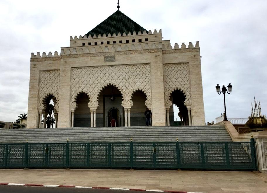 Marokkos Königsstädte   Eine Gebeco Erlebnisrundreise staedtereisen sonne land und leute marokko afrika  tui berlin mausoleum mohanned hassan aussenansicht 1