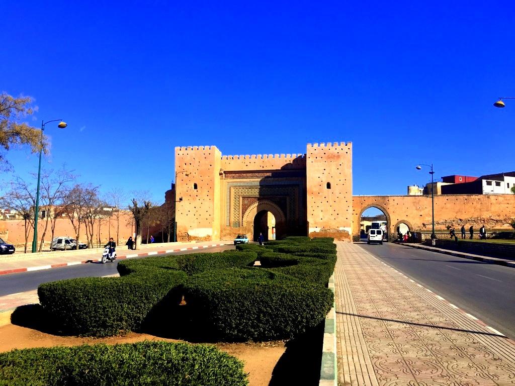Marokkos Königsstädte   Eine Gebeco Erlebnisrundreise staedtereisen sonne land und leute marokko afrika  tui berlin meknes medina stadttor 1