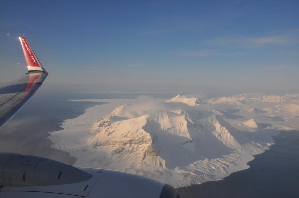 Svalbard   Mein Abenteuer mit Sonnenschein und blauem Himmel! winterurlaub schnee land und leute norwegen europa  tui berlin spitzbergen landeanflug