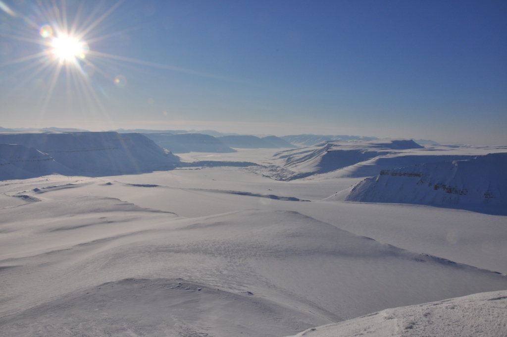 Svalbard   Mein Abenteuer mit Sonnenschein und blauem Himmel! winterurlaub schnee land und leute norwegen europa  tui berlin spitzbergen panorama