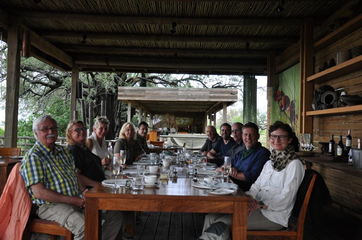 Botswana Safari und Victoriafälle: Unsere Afrika Rundreise sonne land und leute reisebericht botswana afrika  TUI Berlin Botswana Safari Lunch Vumbura Plains South