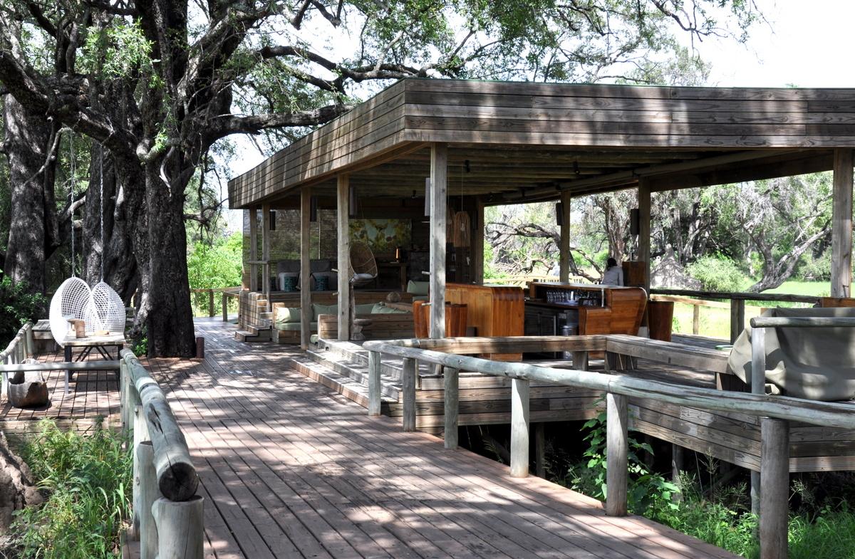 Botswana Safari und Victoriafälle: Unsere Afrika Rundreise sonne land und leute reisebericht botswana afrika  TUI Berlin Botswana Safari Vumbura Plains Camp Hauptbereich
