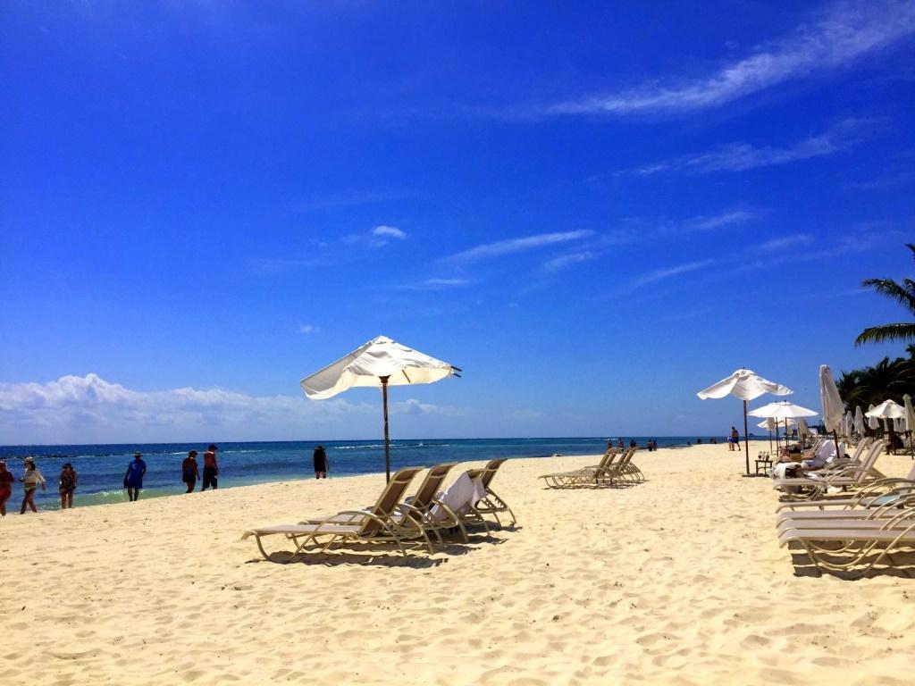 Mexiko   Entspannung und Kultur an der Riviera Maya strand sonne land und leute reisebericht mexiko  TUI Berlin Mexico Strand am GrandVelas Resort