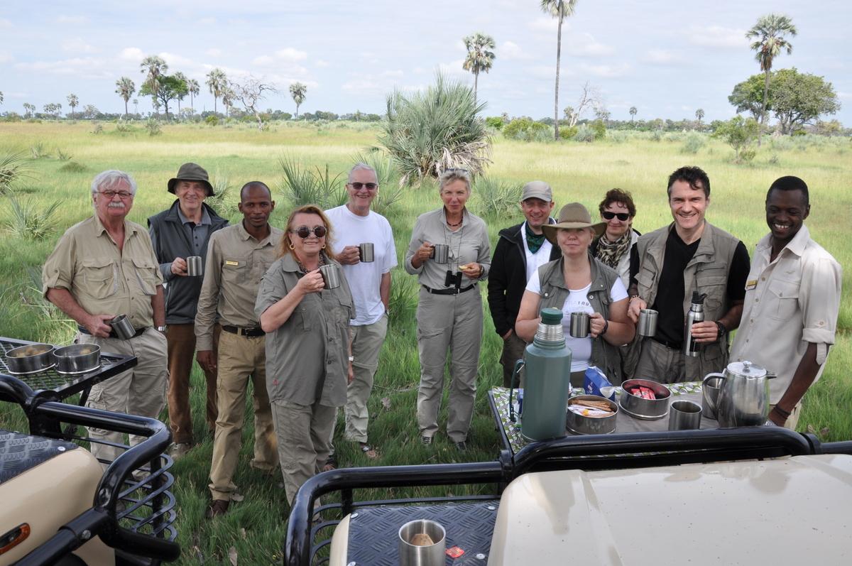 Botswana Safari und Victoriafälle: Unsere Afrika Rundreise sonne land und leute reisebericht botswana afrika  TUI Berlin Safari Botswana Morgenkaffee