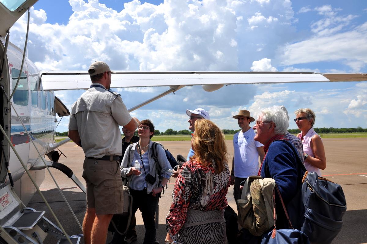 Botswana Safari und Victoriafälle: Unsere Afrika Rundreise sonne land und leute reisebericht botswana afrika  tui berlin botswana safari Reisegruppe