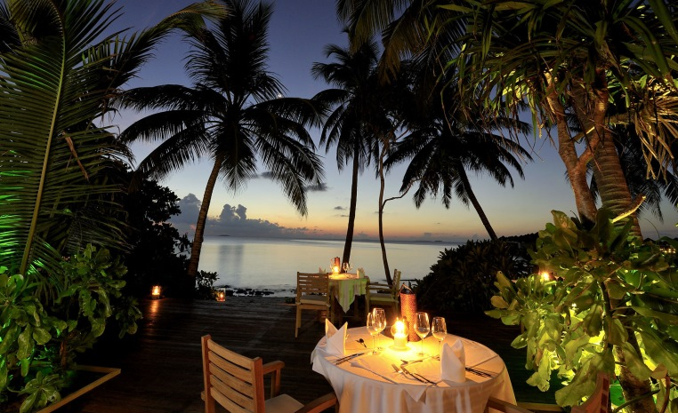 ROBINSON Clubs auf den Malediven tui hotels sonne malediven cluburlaub angebote und specials angebot  tui berlin robinson maldives hauptrestaurant