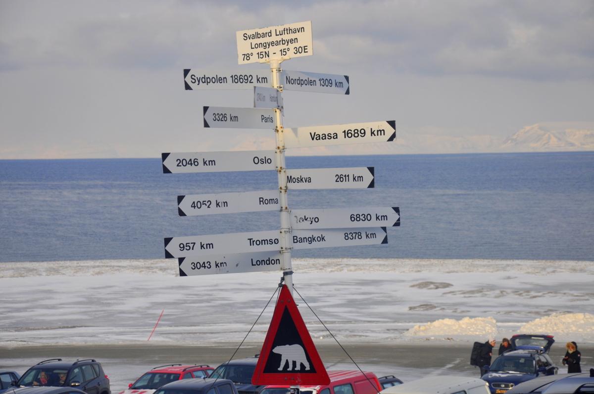 Svalbard   Mein Abenteuer mit Sonnenschein und blauem Himmel! winterurlaub schnee land und leute norwegen europa  tui berlin spitzbergen wegweiser