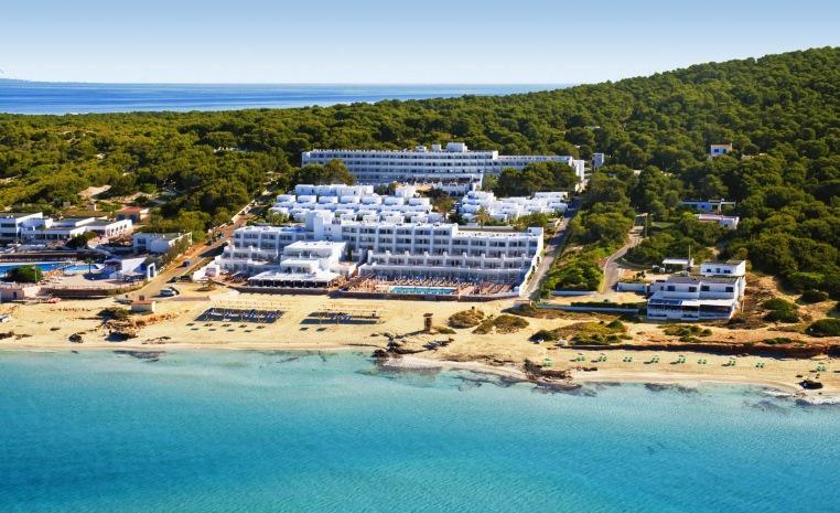 Formentera, die kleine Schwester Ibizas   Riu La Mola news tui hotels tui airtours hoteltipps balearen angesagte reiseziele angebote und specials angebot  tui berlin riu la mola außenansicht