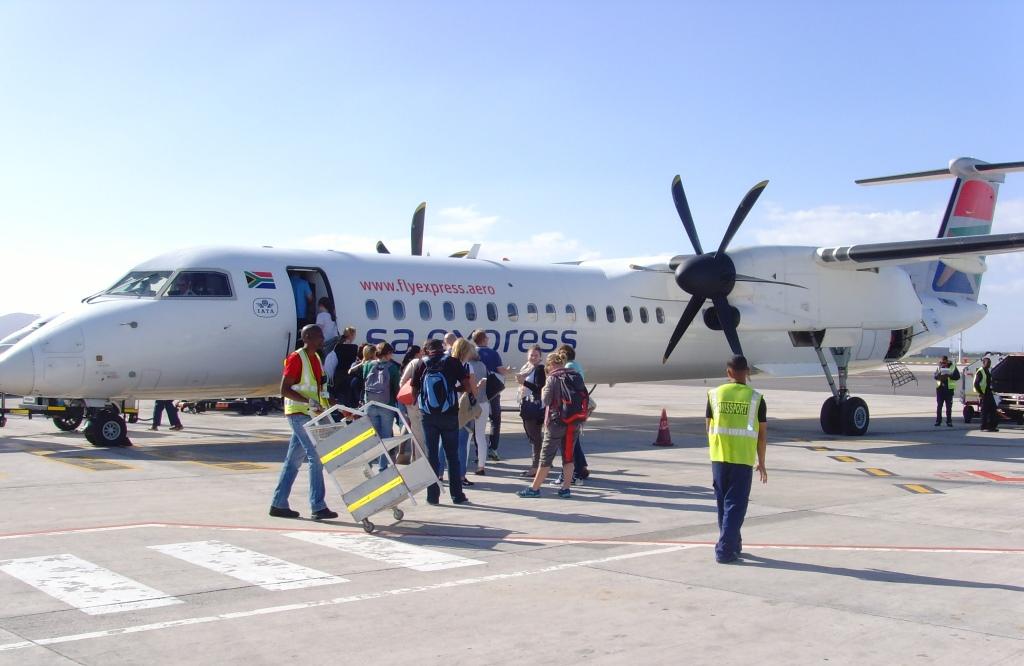 Südafrika entdecken – Teil 2: Von Port Elizabeth zum Addo Park uncategorized suedafrika sonne safari land und leute  tui berlin südafrika port elizabeth boarding flugzeug