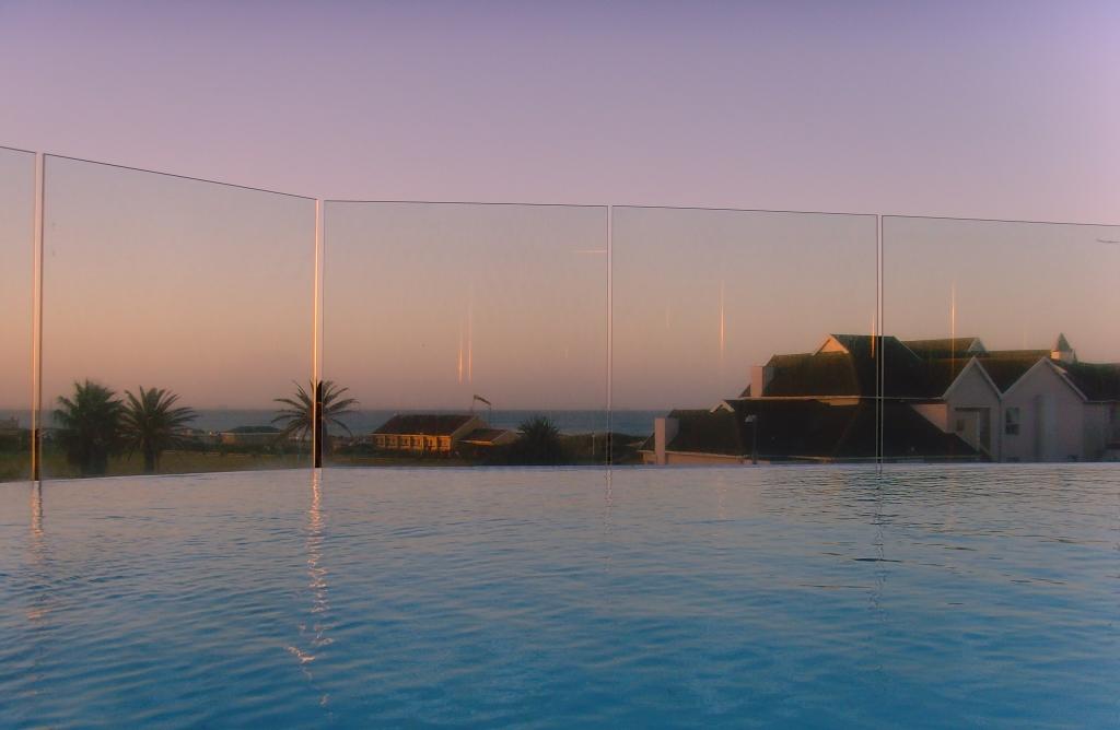 Südafrika entdecken – Teil 2: Von Port Elizabeth zum Addo Park uncategorized suedafrika sonne safari land und leute  tui berlin südafrika port elizabeth radisson blue pool ausblick