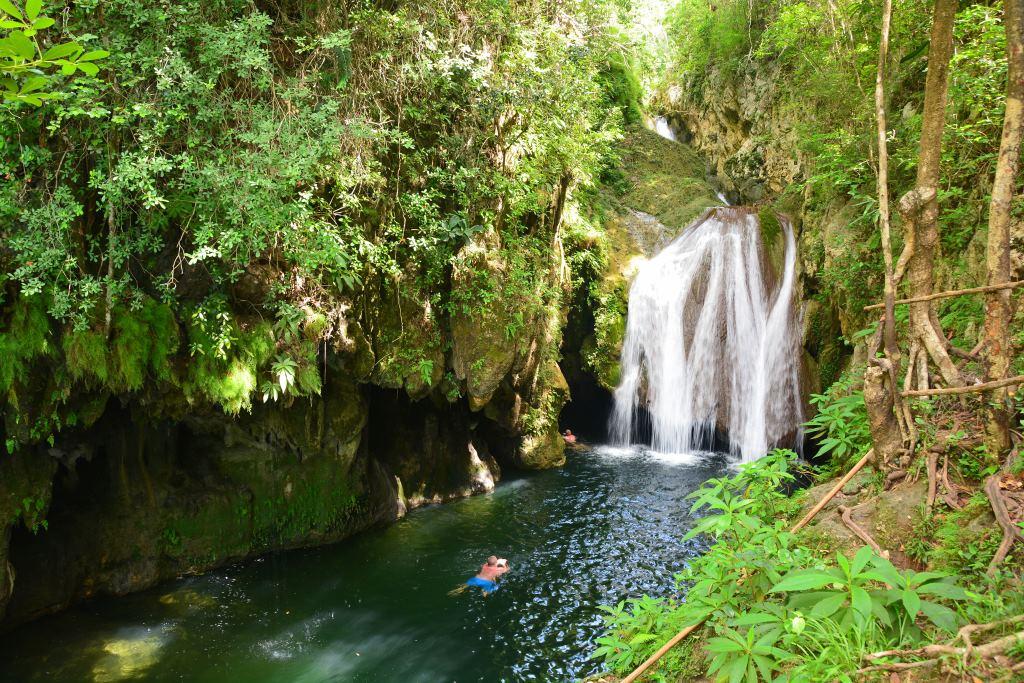 Urlaub auf Kuba nach der Öffnung strand sonne land und leute reisebericht kuba  tui berlin kuba Wasserfall