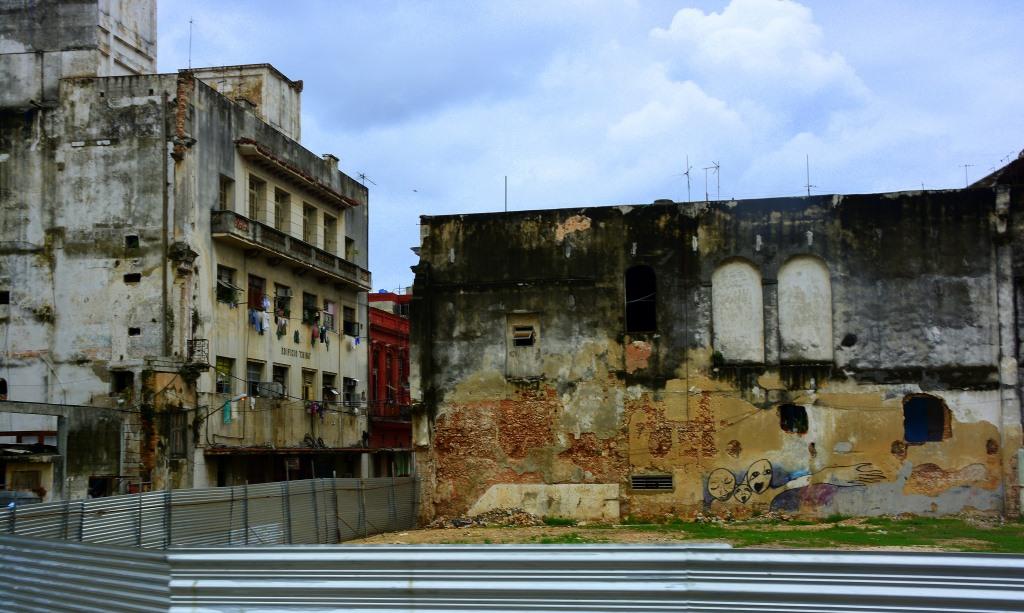 Urlaub auf Kuba nach der Öffnung strand sonne land und leute reisebericht kuba  tui berlin kuba havanna Baustelle