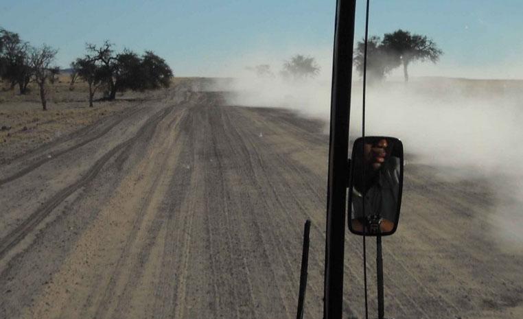 Nachhaltig Reisen mit TUI   Namibia tui hotels sonne safari land und leute namibia expertentipps angesagte reiseziele afrika  TUI berlin Reisebuero Namibia nachhaltig Piste