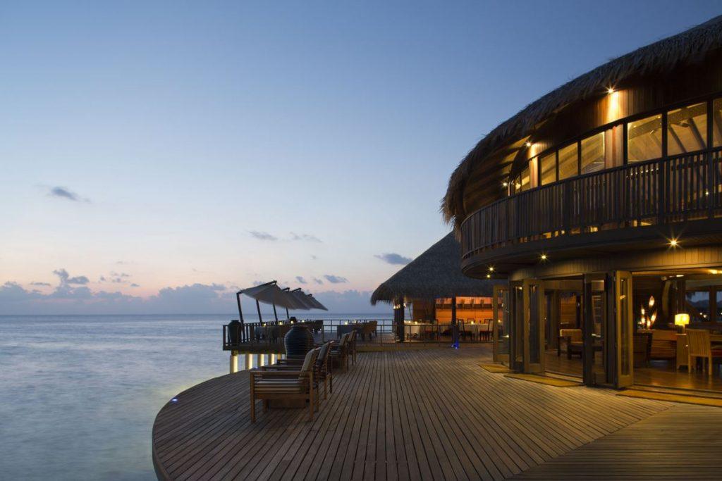 Coco Bodu Hithi   Malediven zauberhaft tui hotels sonne mauritius honeymoon 2 angebote und specials angebot  TUI Berlin Malediven Coco Boduhithi Restaurant Stars 1 1024x683