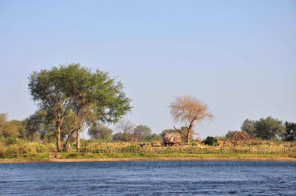Zwischen Sambia und Simbabwe   mit dem Kanu unterwegs auf dem Sambesi sonne simbabwe safari reisebericht afrika  TUI Berlin Reisebüro Paddeltour Sambesi Uferleben