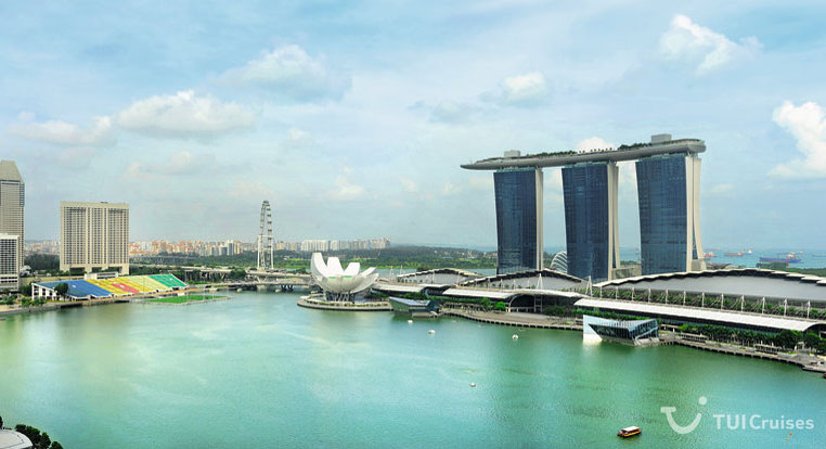 Singapore skyline with Marina Bay Hotel in the right