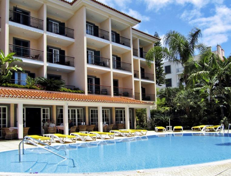 Madeira. Attraktiv 365 Tage im Jahr. tui hotels strand sonne expertentipps  tui berlin albergaria dias außenansicht