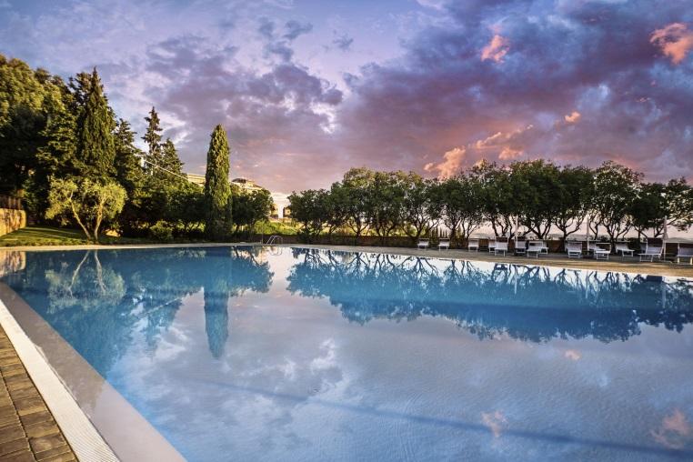 Die Trendreiseziele 2017 unter dem Tannenbaum entdecken expertentipps  tui berlin castelfalfi pool 1