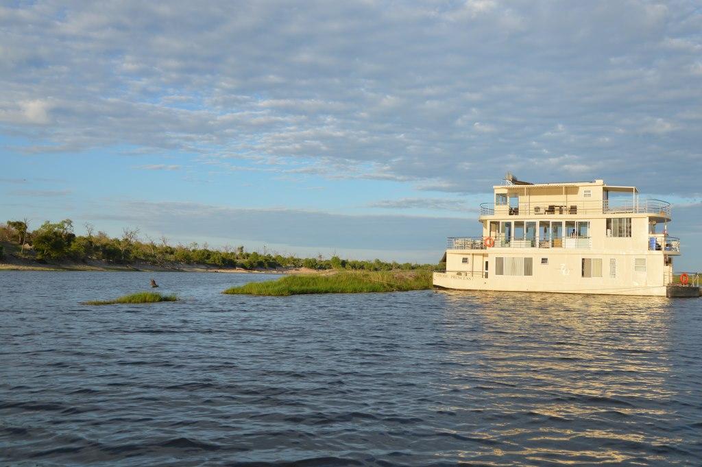 Auf dem Zambezi zwischen Namibia und Botswana reisebericht new namibia botswana afrika  tui berlin chobe princess sambesi queen boot