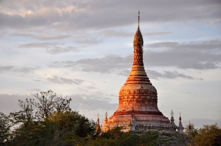 Wandern in Myanmar   Eine Gebeco Aktivreise zu den goldenen Buddhas sonne myanmar expertentipps  tui berlin Myanmar Bagan Sonnenuntergang1 1