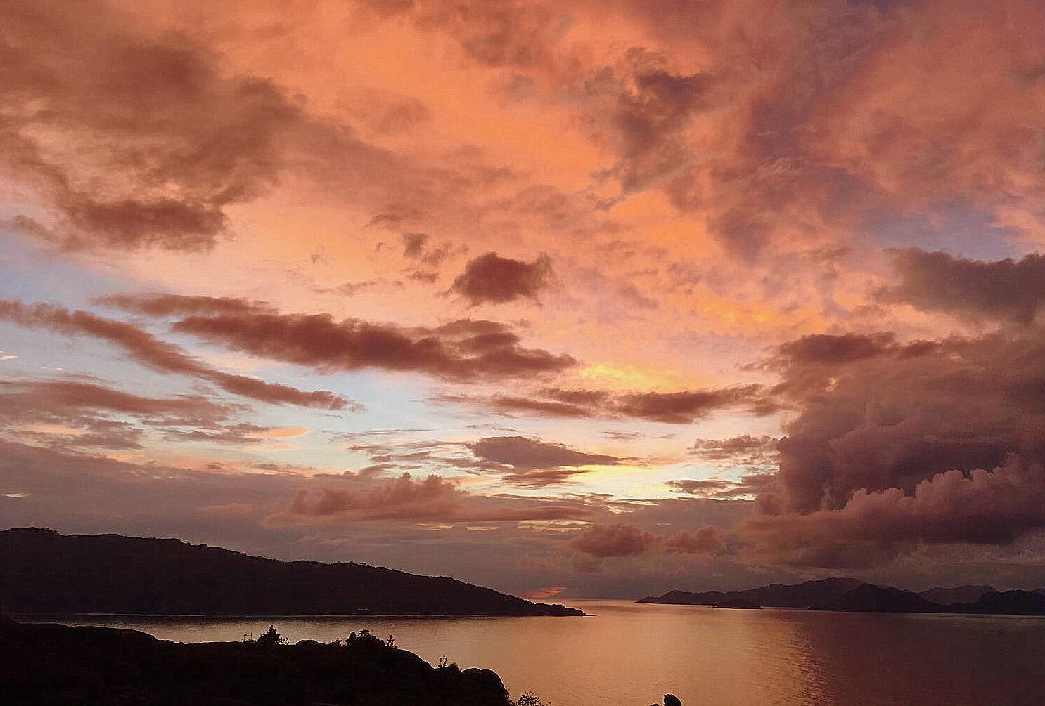 Six Senses Zil Pasyon: Pool Villen mit Ausblick auf den Indischen Ozean strand sonne seychellen new honeymoon 2  TUI Berlin Reisebüro Seychellen Felicité