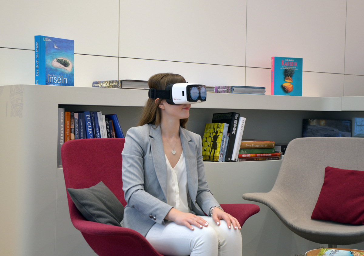 TUI, Reisebüro, Berlin, Mitte, Beratung, VR-Brille, virtual reality, virtuelle Rundgänge, World of TUI, Reiseberatung, Reisebuero, modern, Technologie