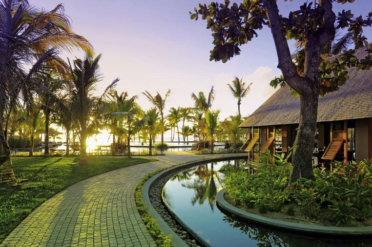 Kinder reisen kostenfrei in ausgewählte Luxushotels news thailand suedafrika sonne mauritius angebot airtours hotels  tui berlin trou aux biches außenansicht