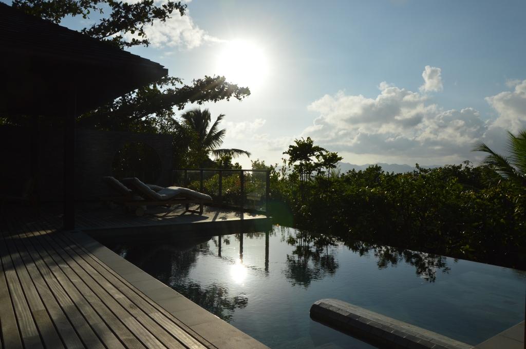 Six Senses Zil Pasyon: Pool Villen mit Ausblick auf den Indischen Ozean strand sonne seychellen new honeymoon 2  tui reise buero berlin seychellen six senses terrasse