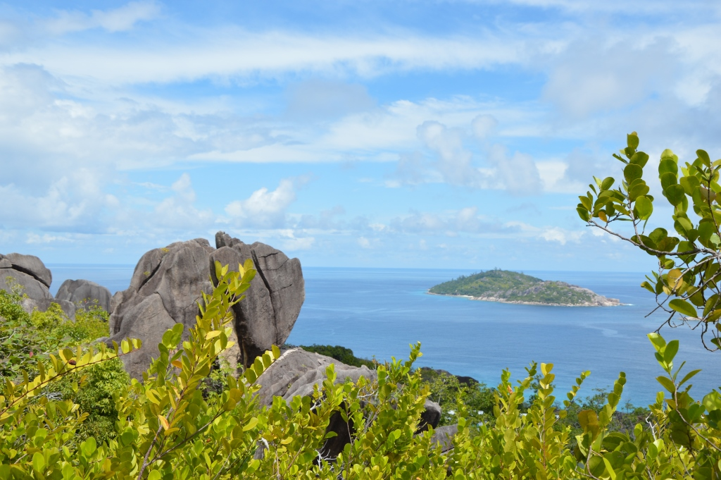 Six Senses Zil Pasyon: Pool Villen mit Ausblick auf den Indischen Ozean strand sonne seychellen new honeymoon 2  tui reisebuero berlin seychellen six senses ausblick 1