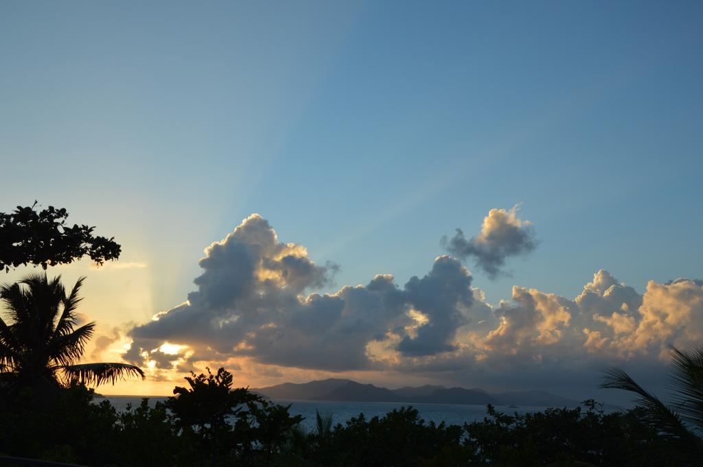 Six Senses Zil Pasyon: Pool Villen mit Ausblick auf den Indischen Ozean strand sonne seychellen new honeymoon 2  tui reisebuero berlin seychellen six senses himmel 1