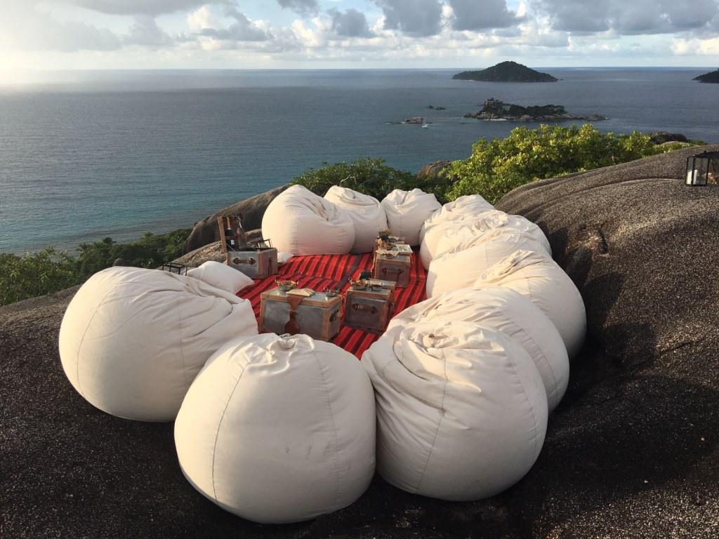 Six Senses Zil Pasyon: Pool Villen mit Ausblick auf den Indischen Ozean strand sonne seychellen new honeymoon 2  tui reisebuero berlin seychellen six senses sitzecke 1