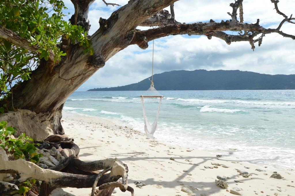 Six Senses Zil Pasyon: Pool Villen mit Ausblick auf den Indischen Ozean strand sonne seychellen new honeymoon 2  tui reisebuero berlin seychellen six senses strand 1