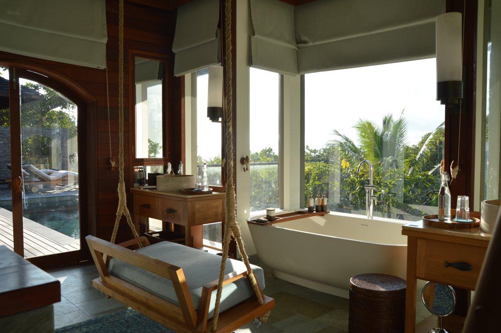 Six Senses Zil Pasyon: Pool Villen mit Ausblick auf den Indischen Ozean strand sonne seychellen new honeymoon 2  tui reisebuero berlin seychellen six senses zimmer schaukel 1