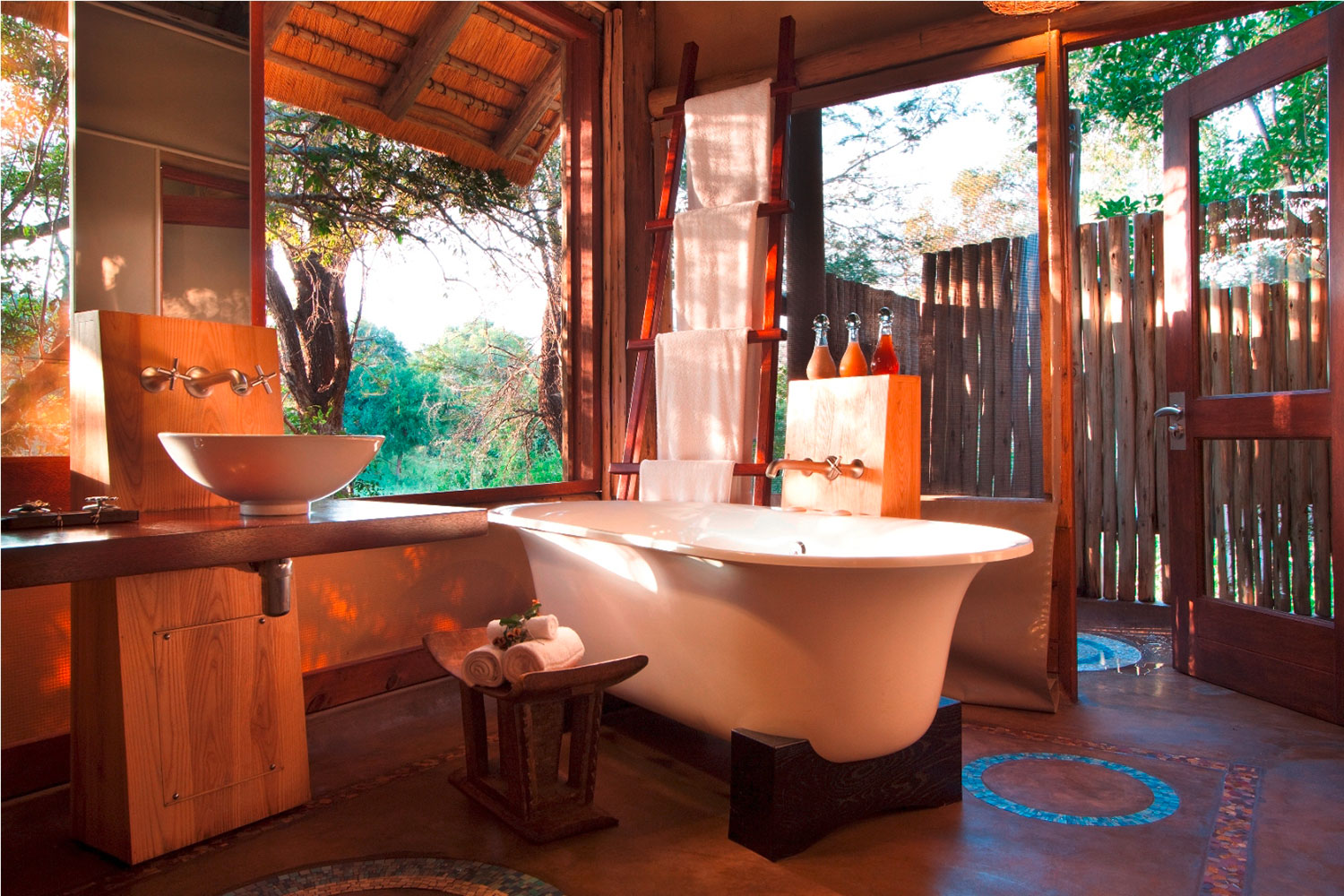Badezimmer in der Rhino Post Safari Lodge im Krüger Nationalpark - World of TUI Berlin Reisebericht