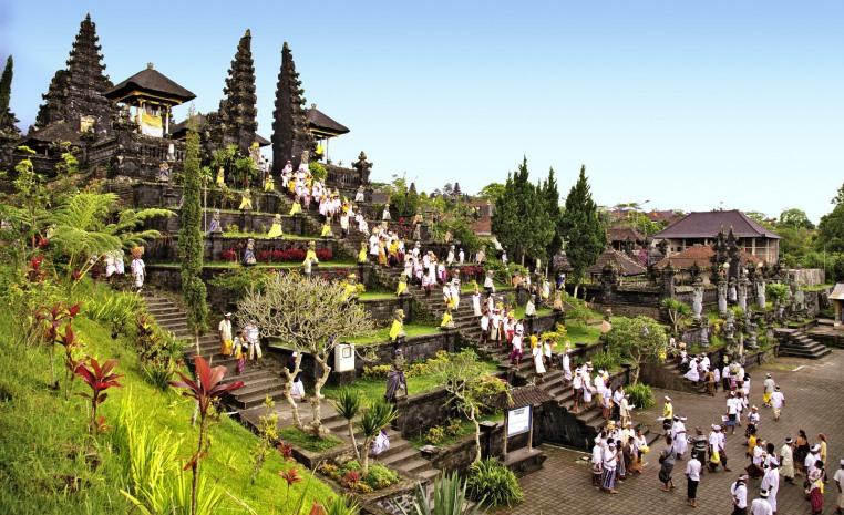 Bali   Die Insel der Götter strand sonne land und leute indonesien expertentipps  tui berlin pura besakih copyright