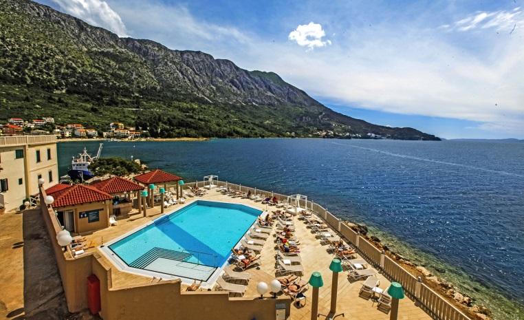 Kroatien   Azurblaues Inselparadies tui hotels strand sonne kroatien expertentipps  tui berlin sensimar makarska ausblick adira