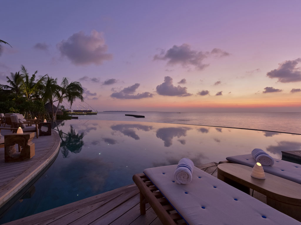 Malediven    die neue Trauminsel Milaidhoo im Baa Atoll strand sonne reisebericht malediven honeymoon 2  Milaidhoo Maldives dining Compass Pool Bar 8 1