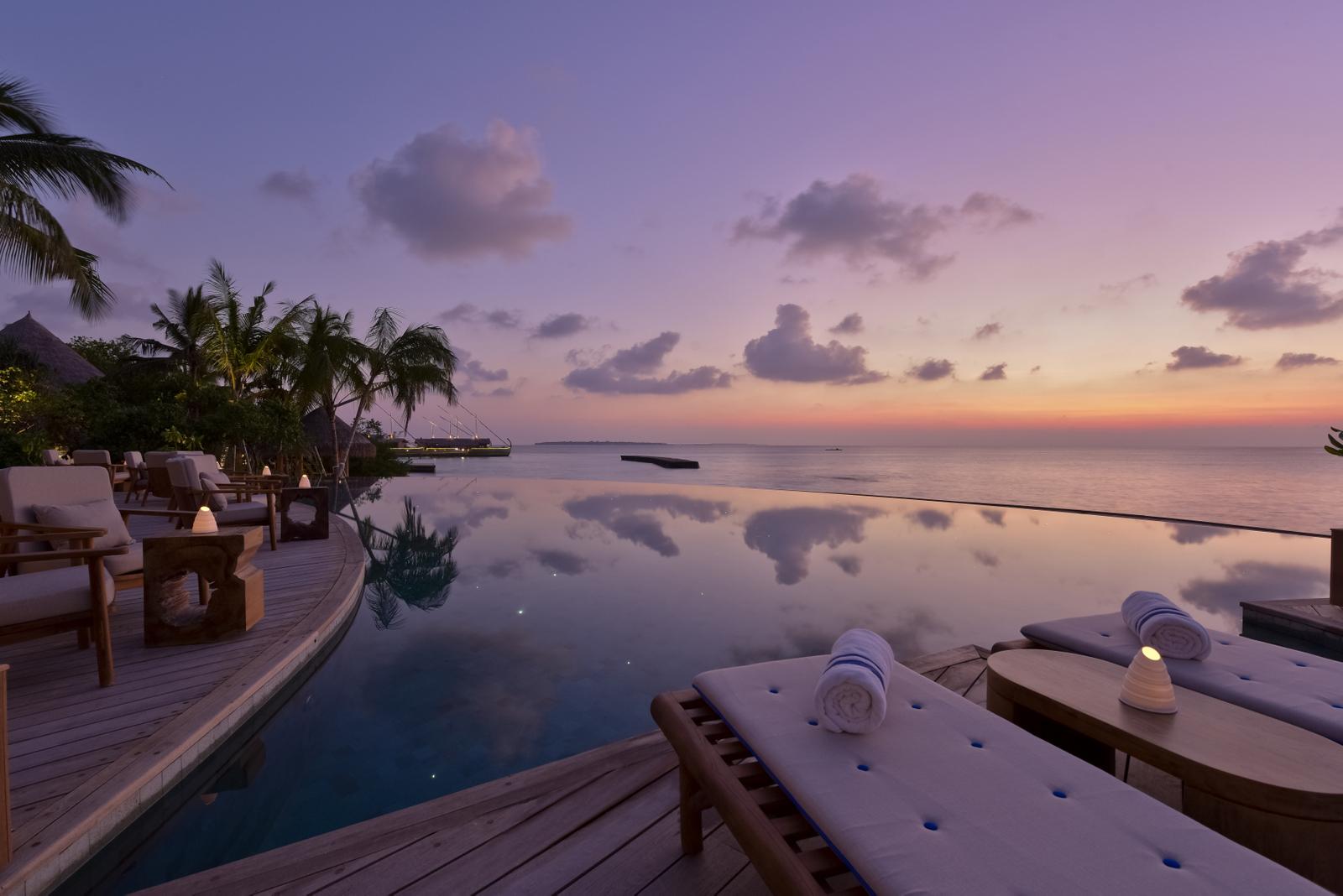 Malediven    die neue Trauminsel Milaidhoo im Baa Atoll strand sonne reisebericht malediven honeymoon 2  Milaidhoo Maldives dining Compass Pool Bar 8